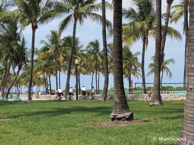 Bikng Promenade along Ocean Drive and the beach at Lummus Park